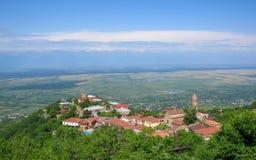 Alazanivallei, Kakheti, Georgië: Signagi de stad in in het gebied van Georgië van Kakheti en centrum van de Signagi-Gemeente binn stock foto's