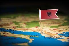Albânia identificou por meio de uma bandeira no mapa fotos de stock