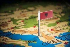 Albânia identificou por meio de uma bandeira no mapa imagem de stock