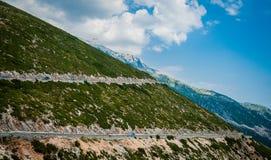 2016, Albânia, parque nacional de Llogara, Paraglider sobre a passagem de Llogara Condado de Vlore Fotos de Stock Royalty Free
