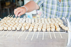 Albóndiga asada a la parrilla estilo tailandés Fotos de archivo