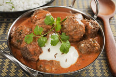Albóndiga o curry india de Kofta en un plato de Balti Imágenes de archivo libres de regalías