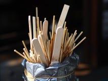 Albóndigas con el pincho en la red para la venta con el foco selectivo Imagenes de archivo