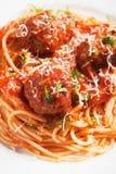 Albóndigas con las pastas de los espaguetis Fotos de archivo libres de regalías