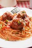 Albóndigas con las pastas de los espaguetis Imagen de archivo libre de regalías