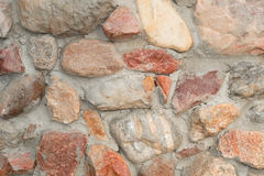 Albañilería hecha del canto rodado del granito Imagen de archivo