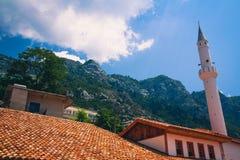 Albański grodzki budynku widok Wakacje letni wycieczka przyciąganie turystyczny zdjęcia stock
