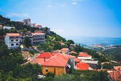 Albański grodzki budynku widok Wakacje letni wycieczka przyciąganie turystyczny fotografia royalty free