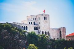 Albański grodzki budynku widok Wakacje letni wycieczka przyciąganie turystyczny zdjęcie royalty free