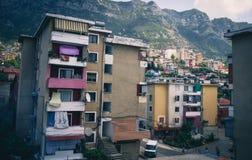 Albański grodzki budynku widok Wakacje letni wycieczka przyciąganie turystyczny obraz royalty free