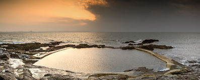 Alba ad un paesaggio della piscina dell'oceano Fotografie Stock Libere da Diritti