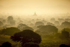 Alba al campo della città antica della pagoda in Bagan Myanmar Immagini Stock Libere da Diritti