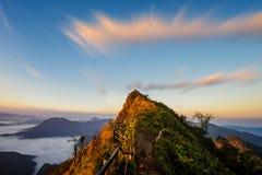 Alba al picco di dao di chee di Phu della montagna Fotografia Stock