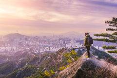 Alba all'orizzonte della città di Seoul, la migliore vista della Corea del Sud fotografie stock