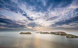 Alba alla baia dell'acqua della roccia, Binh Thuan Province Immagini Stock