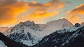 Alba alla montagna di Hochgall nel Tirolo del sud, Italia Immagini Stock