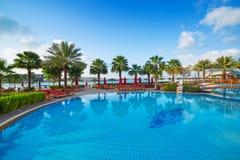 Alba alla piscina tropicale Fotografie Stock Libere da Diritti