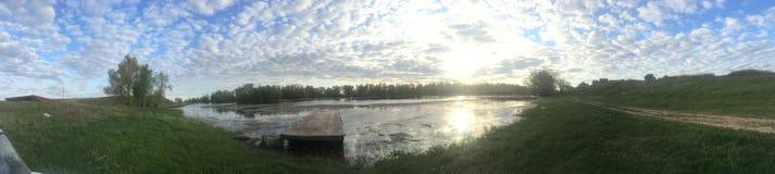 Alba alla riva del fiume in Russia Fotografia Stock Libera da Diritti