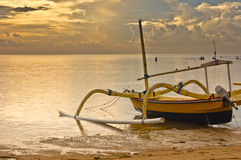 Alba alla spiaggia del sanur Fotografie Stock Libere da Diritti