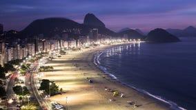 Alba alla spiaggia di Copacabana Immagine Stock