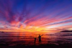 Alba alla spiaggia Esposizione variopinta di luce Fotografia Stock Libera da Diritti