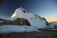Alba in alte montagne Fotografia Stock