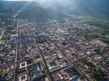 Alba in Antigua, Guatemala cityscape immagini stock libere da diritti