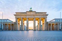 Alba a Berlino, la porta di Brandeburgo a Berlino, Germania Fotografia Stock