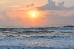 Alba brillante nella spiaggia immagini stock libere da diritti