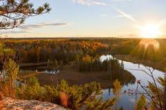 Alba brillante sopra le acque del lago Huron Fotografie Stock