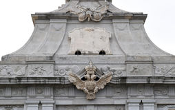 Alba Carolina fästningvapensköld från den huvudsakliga ingången Royaltyfri Foto