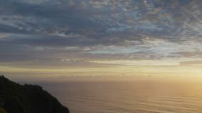 Alba che filtra colpo di Byron Bay Lighthouse stock footage