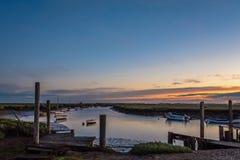Alba che si rompe un giorno di estate Morston Quay Fotografia Stock Libera da Diritti