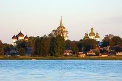 Alba in città russa antica Kargopol Fotografia Stock