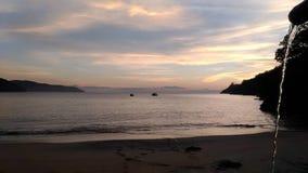 Alba con i colori speciali in Paraty, Brasile immagini stock libere da diritti
