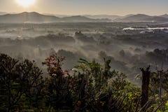 alba con il mare dei fog's Immagini Stock Libere da Diritti