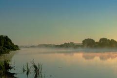 Alba dal fiume nella campagna Immagine Stock
