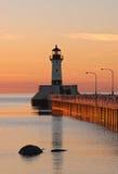 Alba del faro del porto del grande lago Fotografia Stock