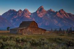 Alba del granaio nel grande parco nazionale di Teton, Wyomin di Moulton immagini stock