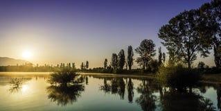 Alba del lago Fotografie Stock