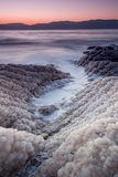 Alba del mar Morto sopra la riva salata - natura di Israele immagine stock libera da diritti
