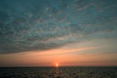 Alba del mare con nuvoloso Immagini Stock Libere da Diritti