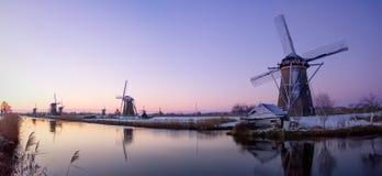 Alba del mulino a vento nei Paesi Bassi fotografia stock