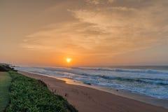 Alba della spiaggia della roccia del sale Fotografie Stock