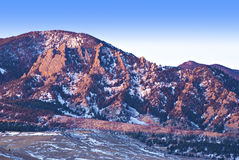 Alba di Alpenglow sulle colline pedemontana del Colorado Fotografia Stock