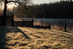 Alba di autunno sopra il lago Fotografia Stock