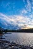 Alba di caduta dal lago Fotografia Stock