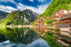 Alba di estate nel lago Hallstattersee in Hallstatt, alpi Fotografie Stock Libere da Diritti