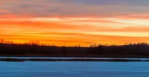Alba di inverno del Minnesota sopra il lago immagine stock