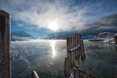 Alba di inverno nel bello lago Achensee nel Tirolo, Austria Fotografia Stock